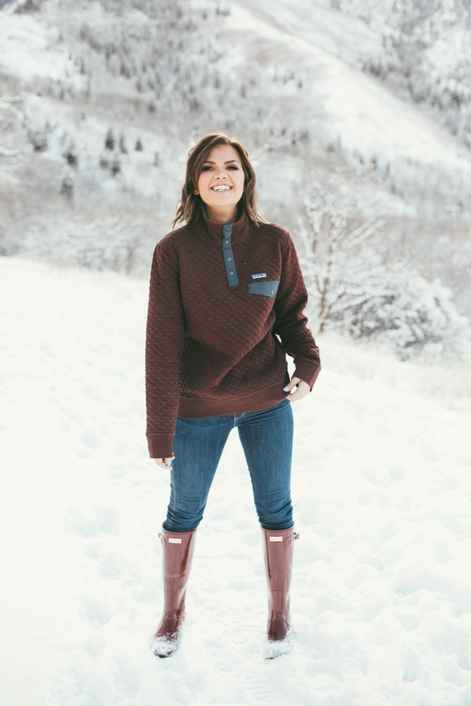Maroon Patagonia Pullover and Hunter Rainboots